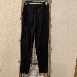 Lululemon 🍋 tapered pants SZ 2